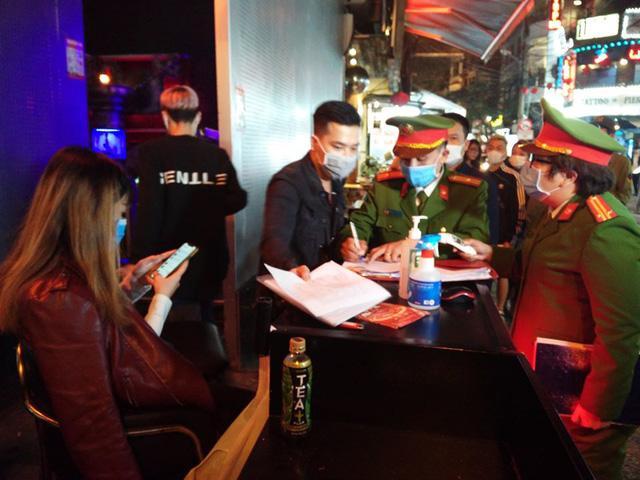 Hình ảnh: TPHCM: Từ ngày 01/03 các nghi lễ Tôn Giáo được tổ chức trở lại, quán bar, karaoke, vũ trường…chưa cho phép hoạt động. số 2