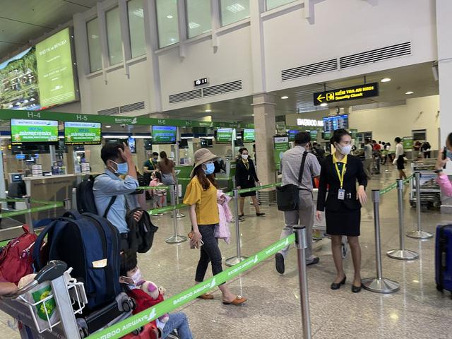 Hình ảnh: TP.HCM: Tạm dừng nhập cảnh hành khách tại Cảng hàng không quốc tế Tân Sơn Nhất số 1