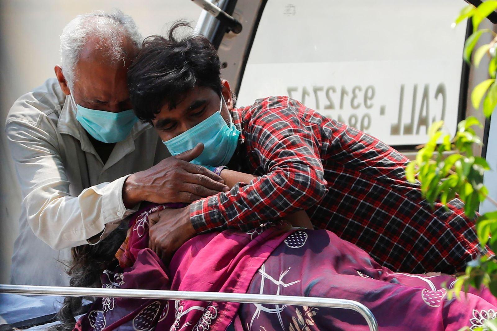 Hình ảnh: Tối 28/4 Việt Nam có thêm 8 ca nhiễm Covid - 19, Ấn Độ đã ghi nhận 3.293 ca tử vong trong 24h qua số 1