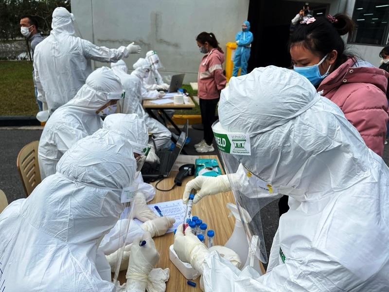 Hình ảnh: Tối 28/7, Việt Nam ghi nhận thêm 6.559 ca mắc mới COVID – 19, trong đó TP.HCM có tới 4.449 ca số 1