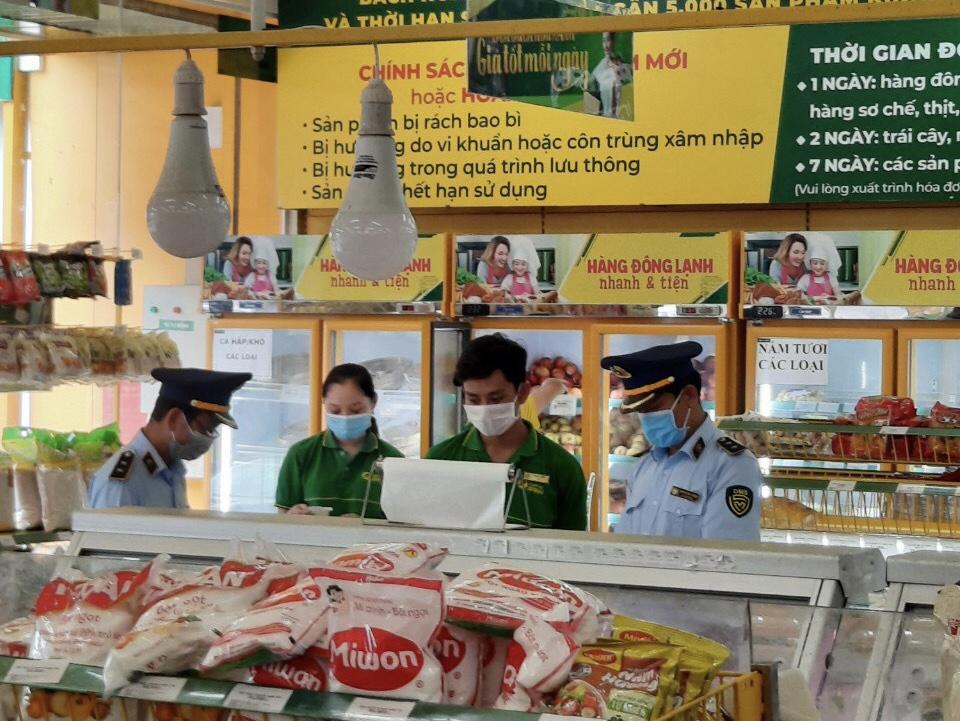 Hình ảnh: Nghiên cứu pháp luật: Đắk Lắk xử lý một cửa hàng Bách Hóa Xanh bán hàng cao hơn giá niêm yết số 1